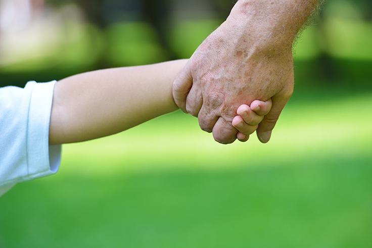 Hallitus paikkaili lapsiin ja perheisiin kohdistuneita leikkauksia