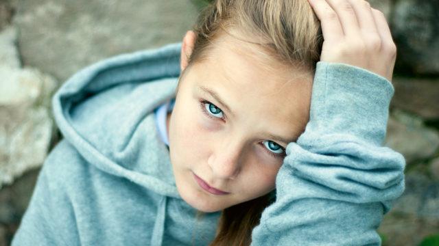 Teinityttöjen käytöshäiriöt näkyvät aivomittauksissa