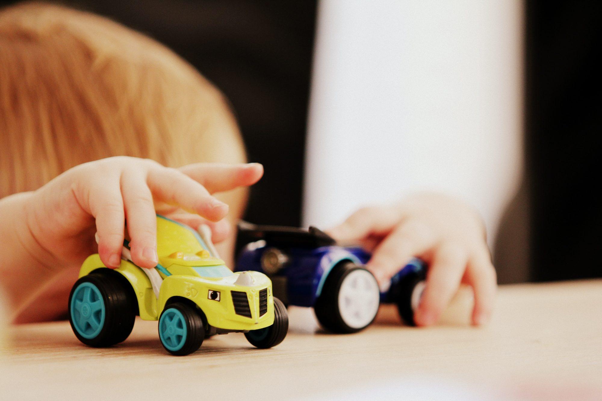Lapsen ehdoilla – pienten lasten osallisuutta tukemassa adoptio- ja sijaisperheissä